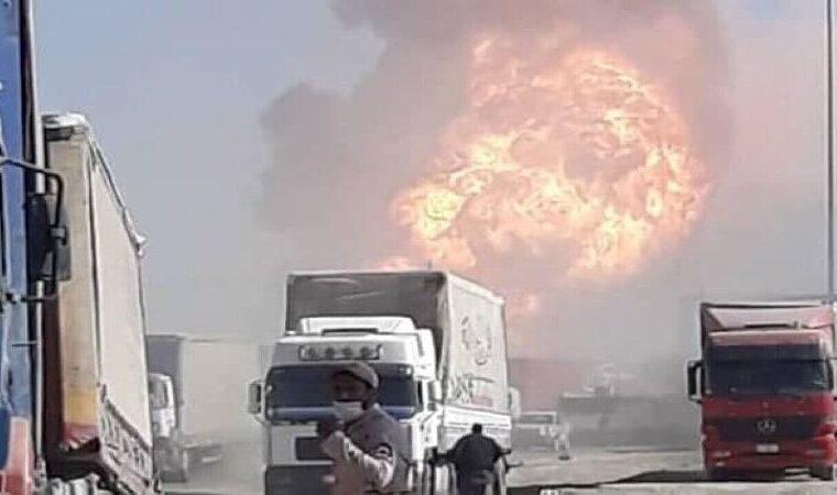 مهار بزرگترین حریق مرز ایران و افغانستان/ صدها تانکر در آتش سوخت
