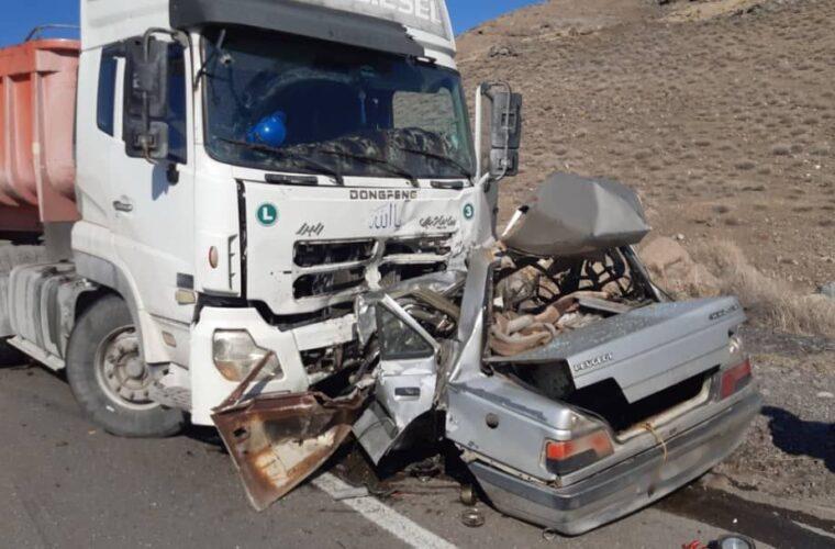 تصادف رخ به رخ سواری پژو ۴۰۵ با کامیون در ۹۵ کیلومتری جاده تبریز ارومیه